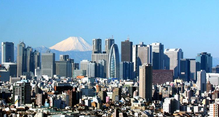 Shinjuku i västra centrala Tokyo - en av många olika miljöer där man kan göra affärer i Japan. Foto: Morio (Creative Commons)