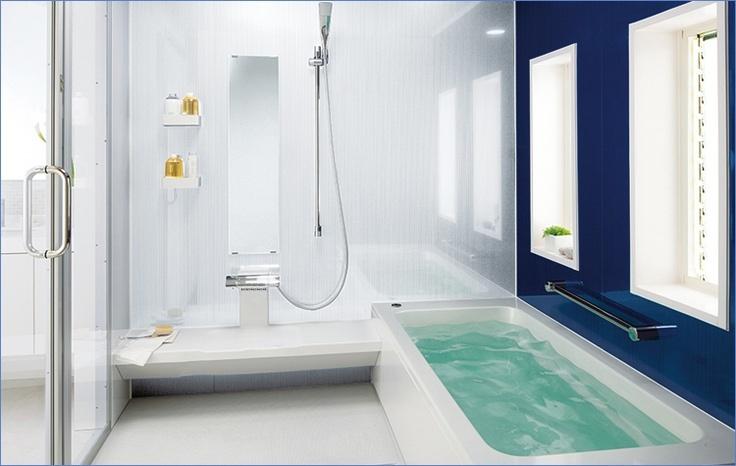 Så här ser ett ganska typiskt modernt badrum ut i Japan. Man duschar alltid noggrant före badet, då alla i familjen ska använda samma badvatten. Badet är till för att slappna av och för att värma upp kroppen före sänggåendet.  Foto: TOTO