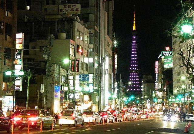 Nattlivet i Roppongi kan vara förföriskt lockande, men gå bara på ställen utan inkastare!  Foto: Wikimedia Commons