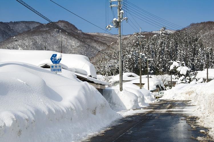 När det snöar i Japan kan det ofta handla om riktigt stora mängder..  Foto: Wikimedia Commons