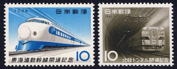 Japan är ett drömland för tågnördar då det här finns _allt_ i tågväg, från ånglok till Shinkansen. Första generationens Shinkansen som började rulla redan 1964  till vänster .