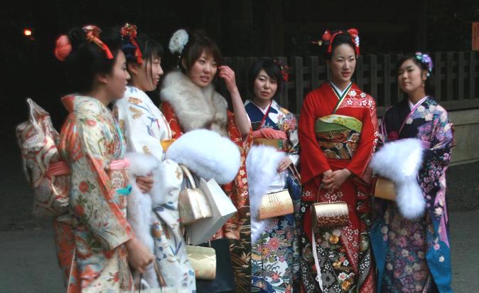 Myndighetsåldern i Japan är 20 år. I början av januari firas Bli Vuxen-dagen (Coming of Age Day - Seijin no Hi - 成人の日). Foto:Moguphotos,Creative Commons License