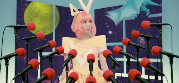 Kyary Pyamu Pyamu är poppis i Japan. Hennes riktiga namn är Kiriko Takemura.