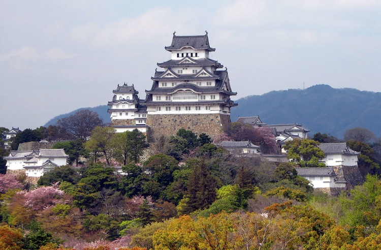 Slottet i Himeji är ett av Japans vackraste feodaltidsslott - nu precis färdigrenoverat.  Foto:  Bernard Gagnon ,  Creative Commons License
