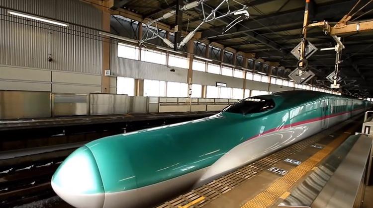 Trots en toppfart på 320 km i timmen går dessa tåg mycket stabilt och mjukt.