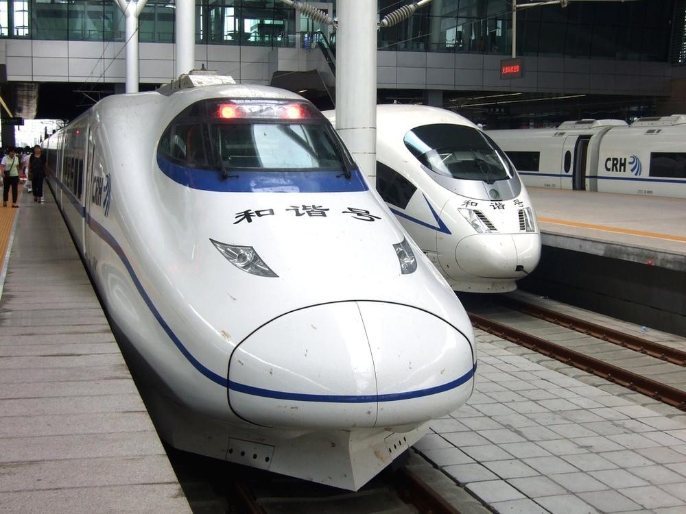 Kinesiska snabbtåg. Originalen kommer från Kawasaki Heavy Industries respektive Siemens.  Foto: Creative Commons