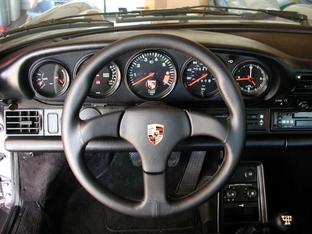 Den nya panelen i elbilsprototypen för tankarna åter till denna klassiska instrumentpanel som alla 911:or hade före 1998.
