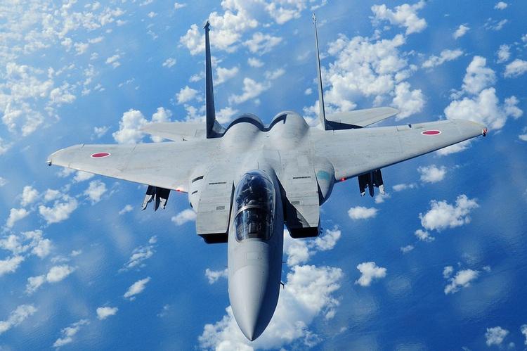 Om lite drygt tre år kan japanska kvinnor komma att flyga plan av det här slaget - på bilden en F-15 i japanska flygvapnet, licenstillverkad i Japan av Mitsubishi. Foto: Public Domain