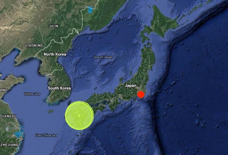 Gröna cirkeln visar epicentrum nere på Kyushu. Den röda pricken är Tokyo. Det är ungefär 90 svenska mil mellan Tokyo och Kumamoto. Bild: Japan Quake Map
