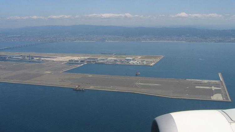 Kansai International Airport utanför Osaka är byggd på en konstgjord ö. En trevlig och ovanligt vacker flygplats med en terminal ritad av Renzo Piano. Foto: Creative Commons