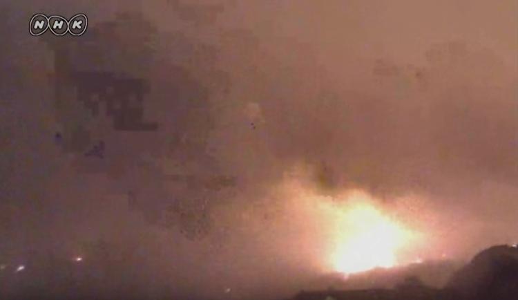 TV-bild från tidigt i lördags då Mount Aso började hicka till.
