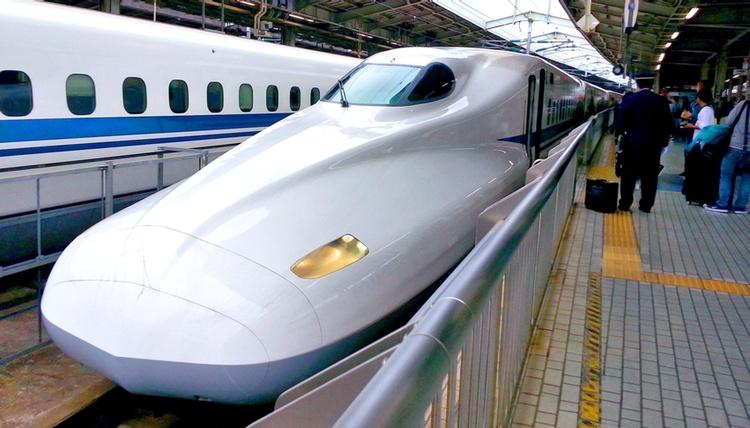 En annan viktig faktor som påverkar Tokyo-livet i positiv riktning är de ytterst väl fungerande tågsystemen.  Foto: Public Domain