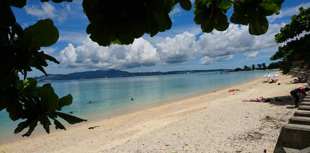 Inga överdrivet stora folkskaror på stränderna på Okinawa. Foto: Miyuki Asano