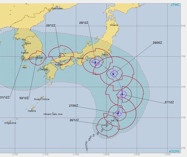 De flesta tyfonerna som når Japan brukar komma från Filippinerna och sedan nästan alltid drabba Okinawa och Kyushu innan de viker av österut eller västerut. Den här gången kom den från Stilla Havet och gjorde en ovanlig vänstersväng och körde rakt över centrala Japan. Som tur var så var den inte av den starkare sorten.