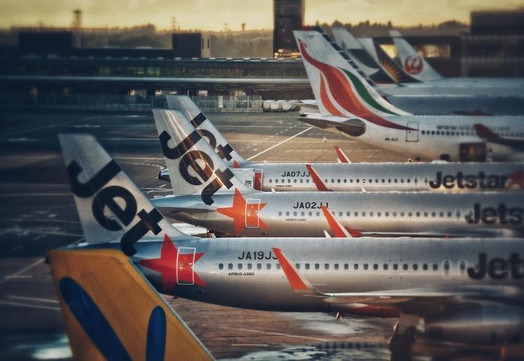 Flygplan i långa rader ute på Narita Airport, Japans största in- och utgång.  Foto: Public Domain