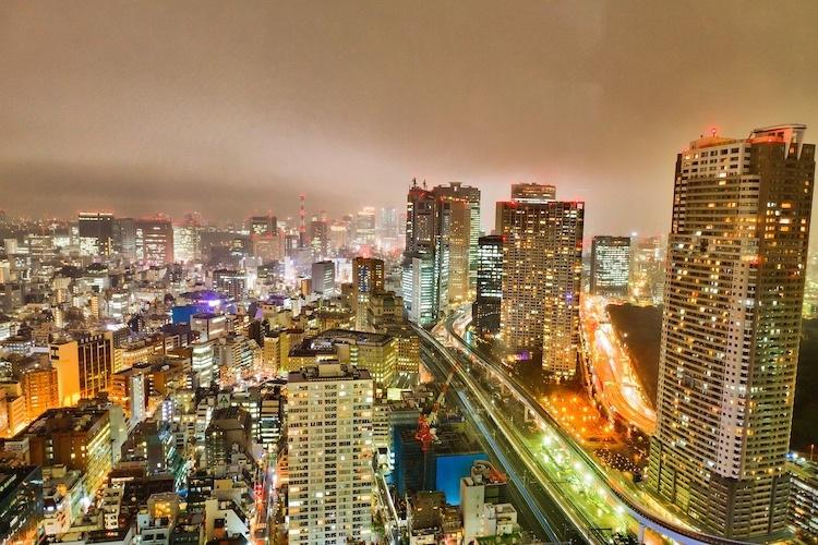 Stor-Tokyo, med sina 38 miljoner invånare, är världens största stadsbygge. Dynamiskt och komplext och något som man svårligen tröttnar på om man vill känna stadens puls.  Foto: Public Domain