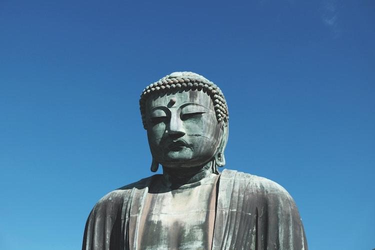 Den stora buddhastatyn i Kamakura är en populär attraktion. Ca 90 minuter från Tokyos innerstad.  Foto: Public Domain