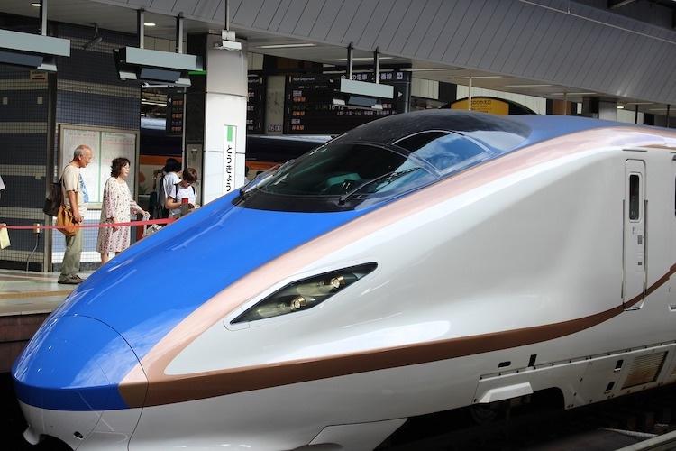 Om man ska åka lite längre är Shinkansen ofta det snabbaste alternativet, åtminstone upp till ca 50-60 mil.  Foto: Public Domain