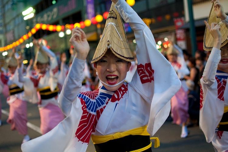 Dansfestivalen i Tokushima lockar miljontals besökare till staden i augusti varje år.  Foto: Stemu2000 (Creative Commons license)