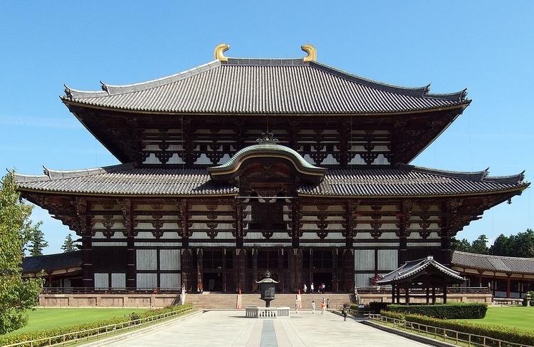 Om man besöker den gamla kejsarstaden Nara, så är ett besök på Todaiji ett måste. Världens största träbyggnad.  Foto: Wii (Creative Commons license)