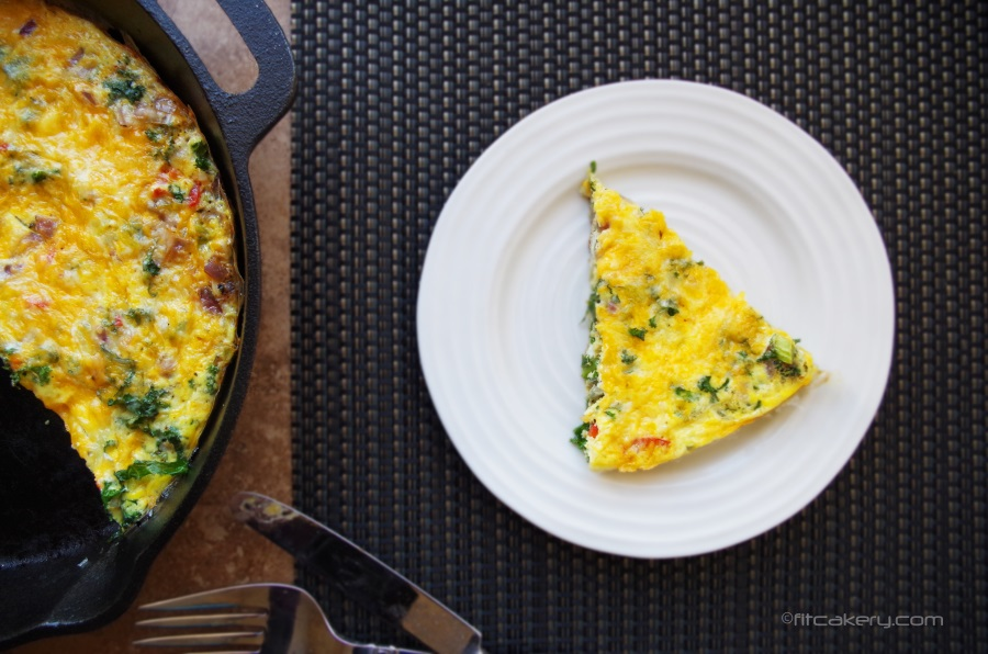 This healthy frittata is filled with nutritious ingredients + is really easy to make!  #superfood #eggs