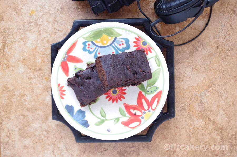 Flourless Chocolate Protein Bars Recipe - g  luten-free, d  airy-free - FitCakery.com