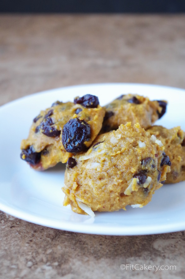 These are some seriously incredible pumpkin muffin top cookies! From FitCakery.com