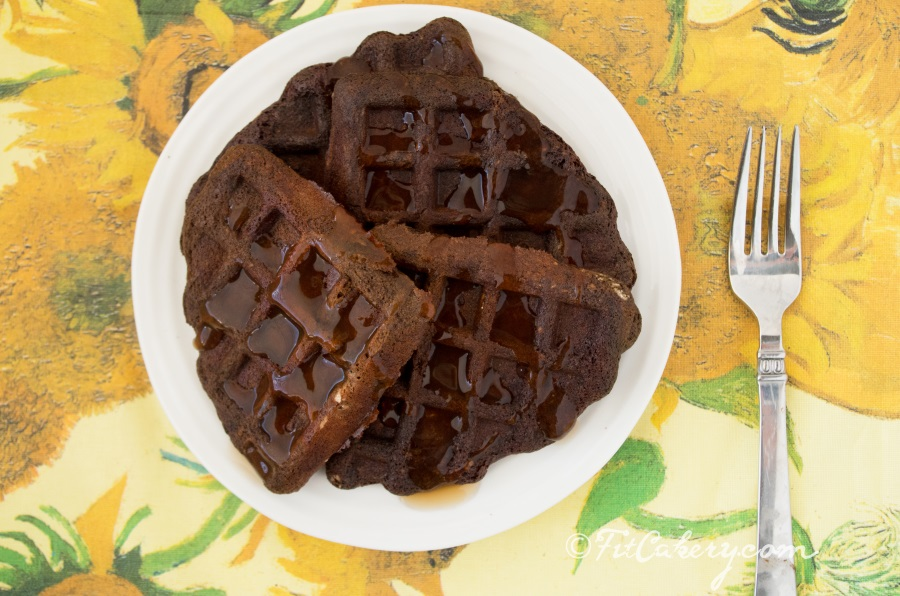 Chocolate-Banana Waffles - taste like brownies for breakfast but they're healthy! - FitCakery.com