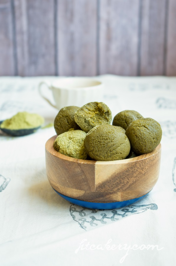 Matcha Green Tea Powerballs | AIP, raw, paleo, gluten-free, vegan | FitCakery.com