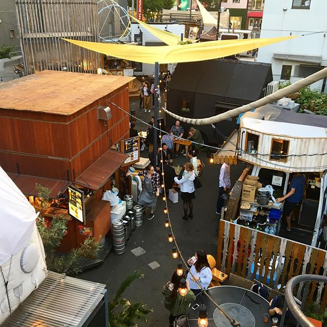 Last week when we went to this outdoor sorta #foodtruckroundup in Tokyo.  There was a little #craftbeer hut with awesome worldwide beers, and so many fun #global foods to try.  If you're ever there, it's a cool time! 🍻⛩🥙 #japantrip #beeroftheworld #travelography #tokyo #japan #latergram #throwbackthursday #tbt #foodies #outdooreating #winning