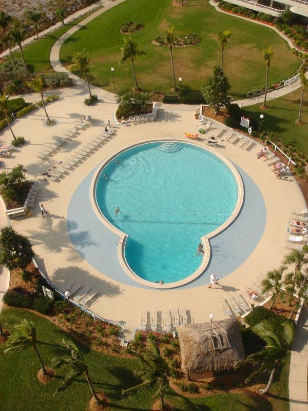 Pool DSC01438s.jpg