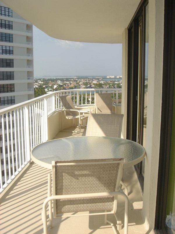 Balcony DSC01441s.jpg