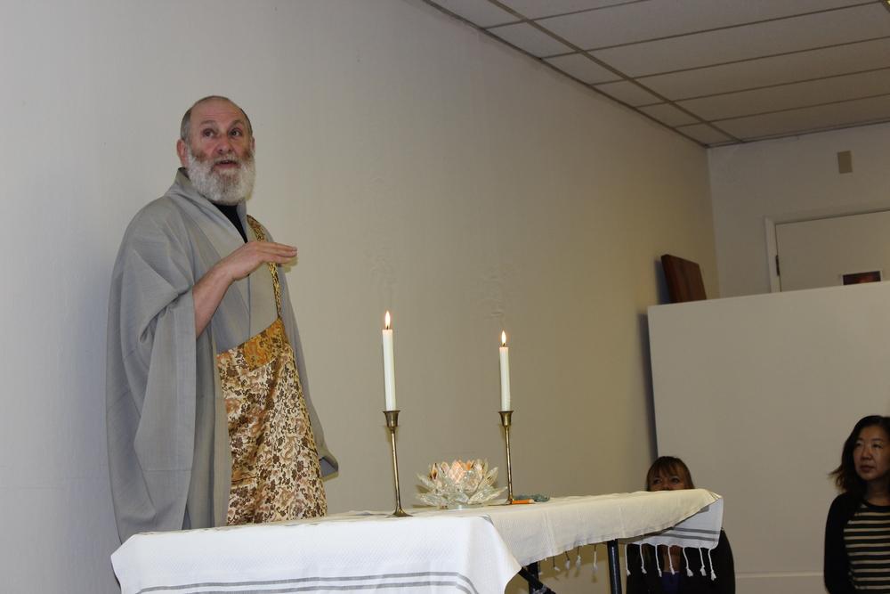 Zen Master Bon Soeng giving the main Dharma talk