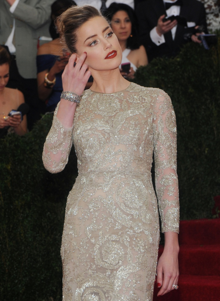 Amber-Heard-au-MET-Ball-2014_portrait_w858.jpg