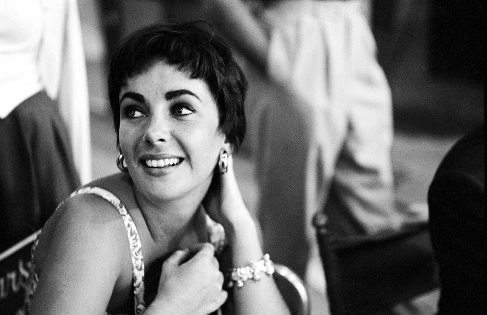 Elizabeth Taylor was a big jewellery collector who was hardly ever seen without a piece of bling on her, even when she's on vacation or in casual mode.