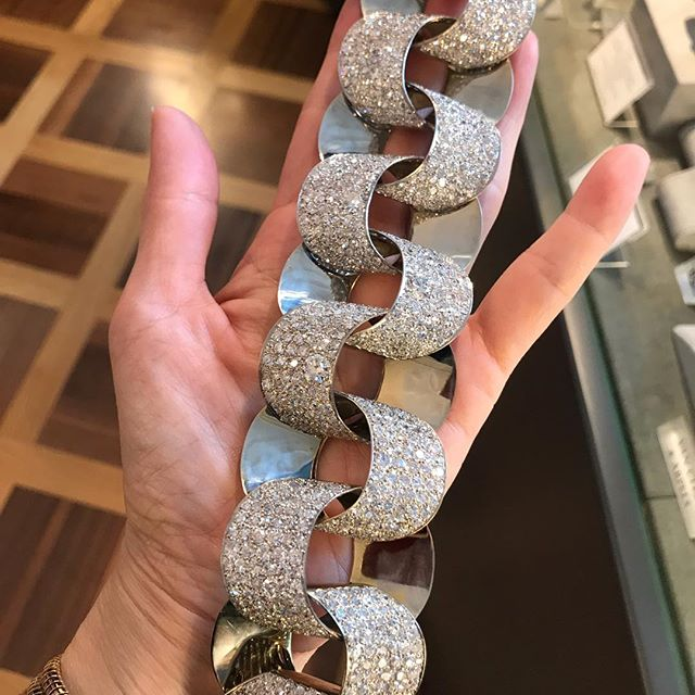 🤯 Suzanne Belperron Bracelet coming up for auction in December at Christie's New York. Too cool for words! 😍😍 #christiesjewels #newyork #belperron #diamondbracelet #vintageisthebest #superchic #highjewelry #suzannebelperron