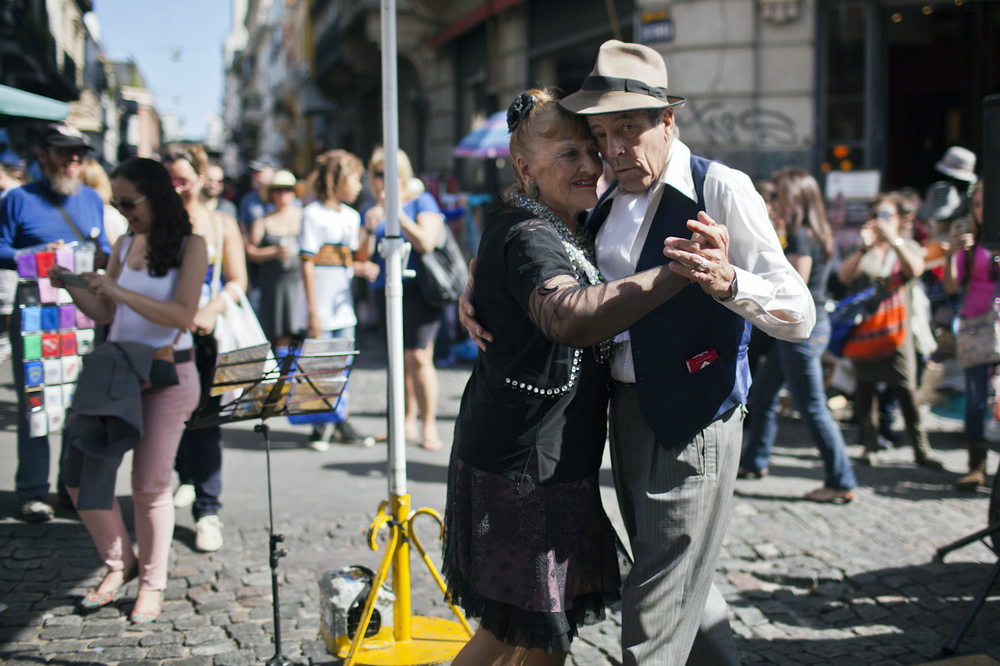 Tango dancers in the San Telmo region