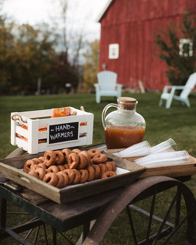 Fall is coming and the donuts & cider are calling our names 🍎🍂 #vermontwedding #vtwedding #fallwedding #autumnwedding