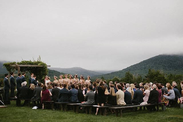 Kaitlyn & Mike exchanged their vows surrounded by green hills and settling fog. Vermont sure knows how to put on a good show 👏🏻 #vermontwedding #realwedding #realvermontwedding #wedding #vermontweddingphotographer #vermontweddingphotography