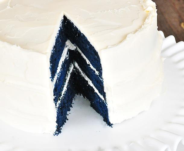 Blue-Velvet-Cake-Recipe-dsc_9709.jpg