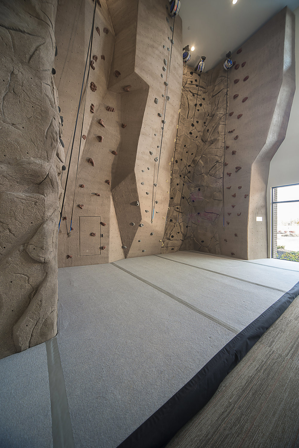 taylor-clubhouse--climbing-wall