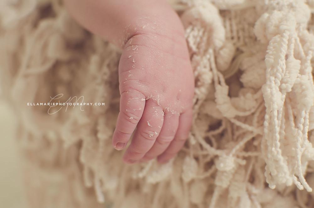 Nora_EllaMariePhotography_newborn_maternity_baby_infant_Baden_ON_New_Hamburg_Stratford_Waterloo_Kitchener_Guelph_Cambridge_Listowel_photographer_photography_06.jpg