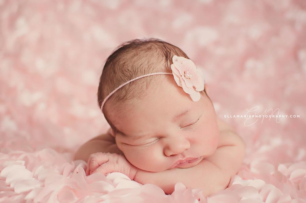 Nora_EllaMariePhotography_newborn_maternity_baby_infant_Baden_ON_New_Hamburg_Stratford_Waterloo_Kitchener_Guelph_Cambridge_Listowel_photographer_photography_15.jpg