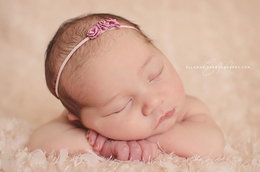 Nora_EllaMariePhotography_newborn_maternity_baby_infant_Baden_ON_New_Hamburg_Stratford_Waterloo_Kitchener_Guelph_Cambridge_Listowel_photographer_photography_21.jpg