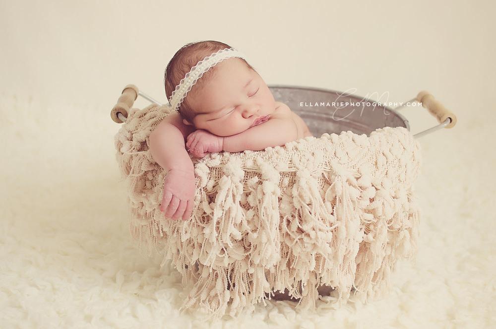 Nora_EllaMariePhotography_newborn_maternity_baby_infant_Baden_ON_New_Hamburg_Stratford_Waterloo_Kitchener_Guelph_Cambridge_Listowel_photographer_photography_27.jpg