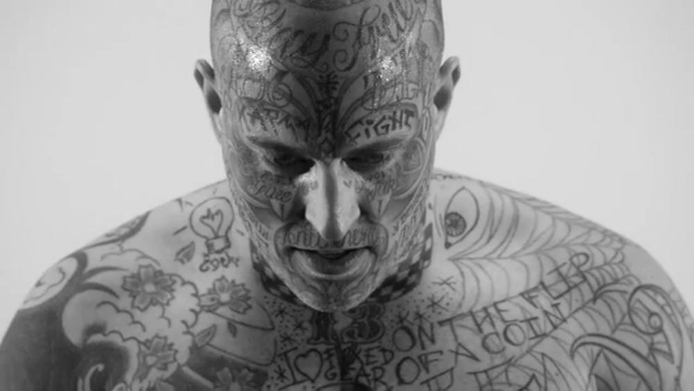 Screenshot aus dem Musikvideo von Slädu / Redbull Werbung.