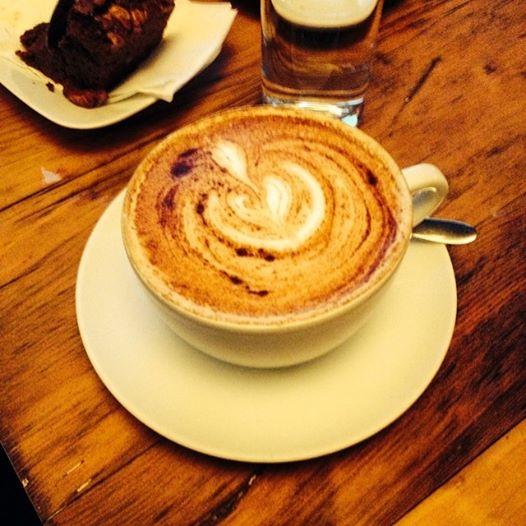 Chai Tee im Henrici mit viel Liebe & Zimt gemacht.