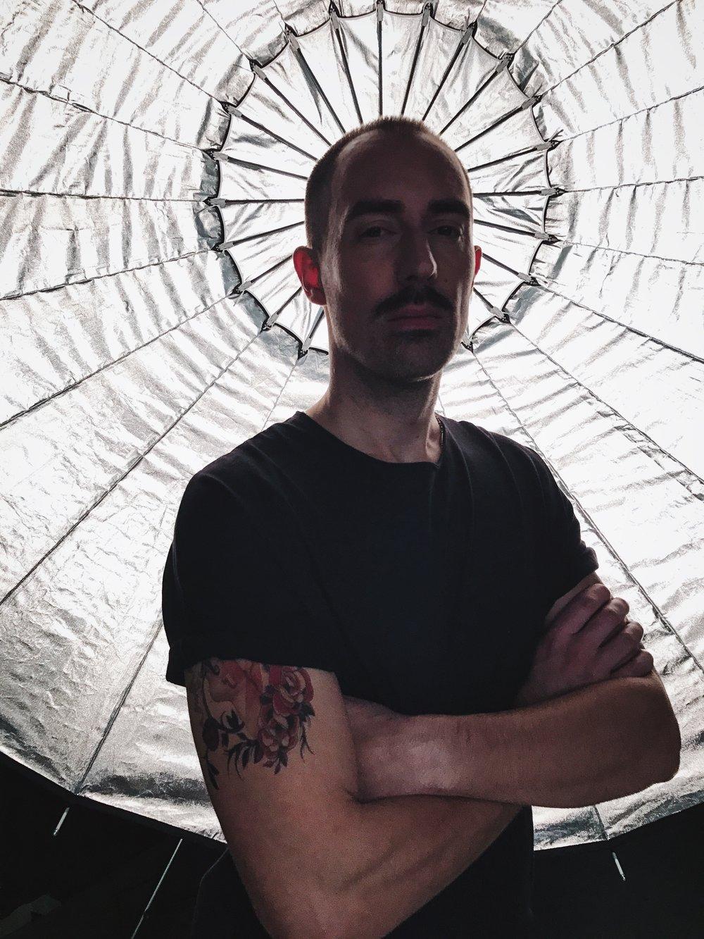 Matthias Hungerbühler in seiner Figur als Fotograf Joe