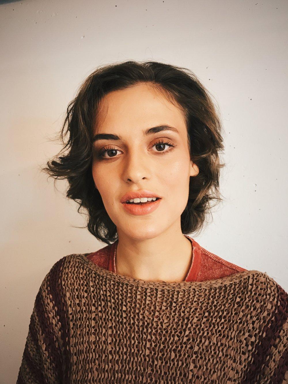 Die superschöne Sylvie Marinkovic als Figur Luna.