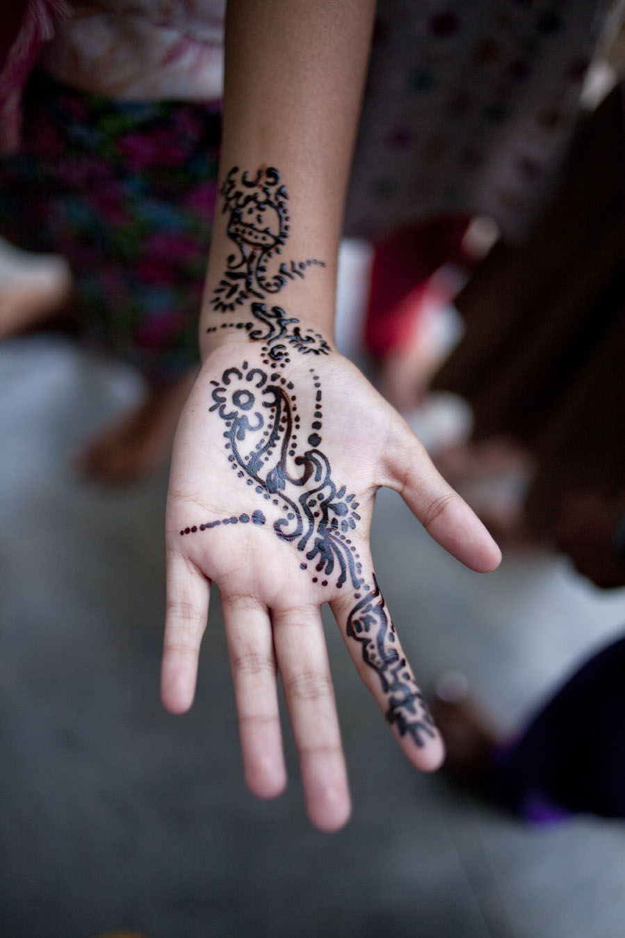 Becca_Ewing_India_teenage girl henna.jpg